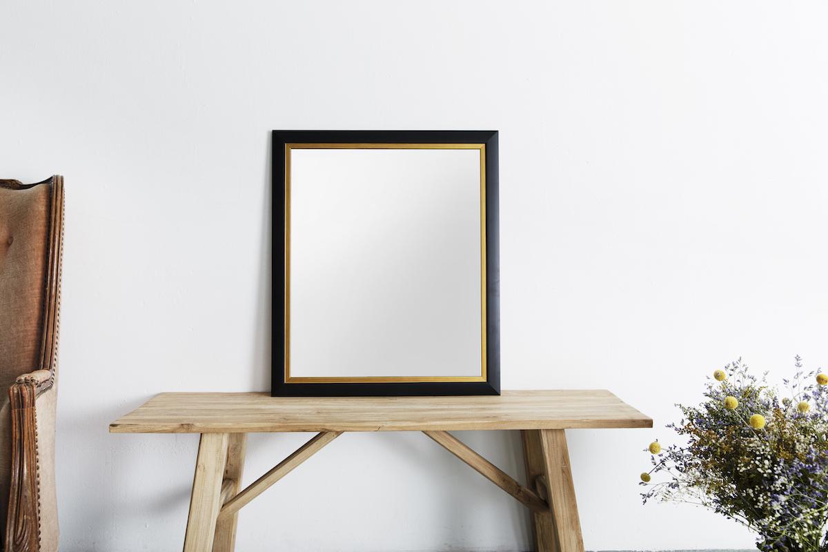 Moderner Rahmen mit Gold und Schwarz